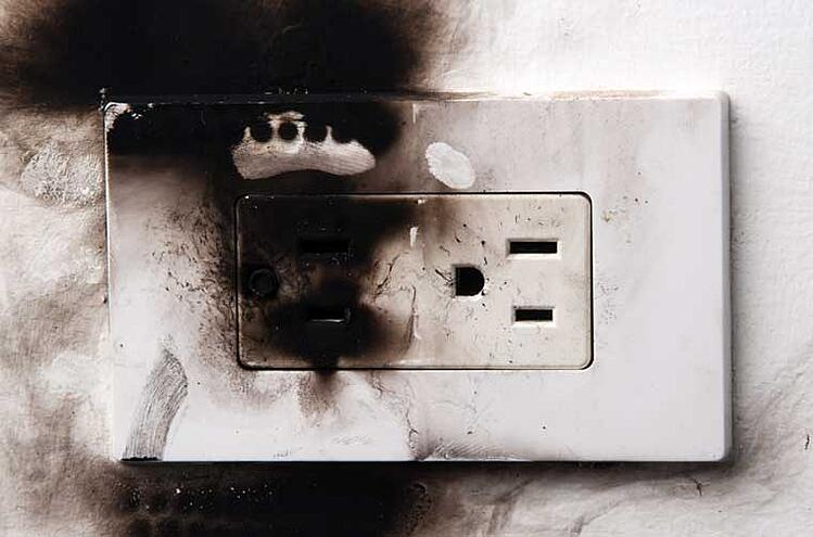burnt-electrical-outlet.jpg